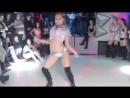 Красивая полуголая школьница малолетка танцует тверк