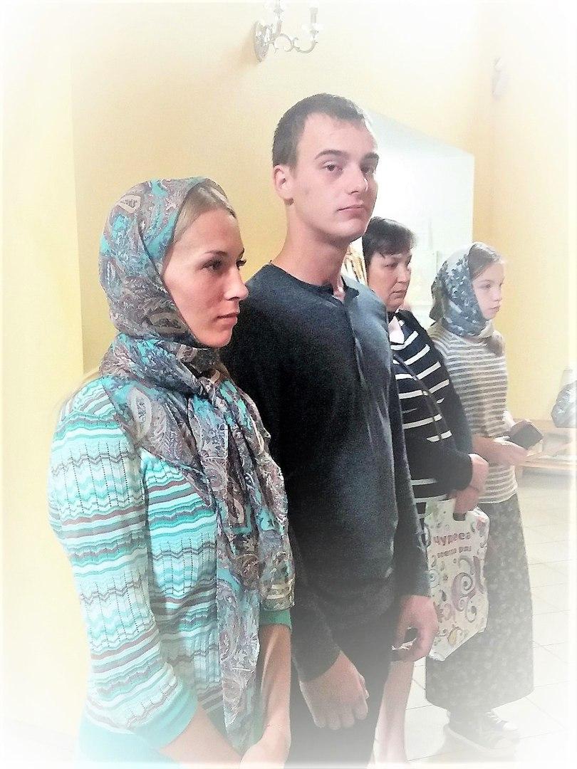 православная прихожанка, православная мода, в храме