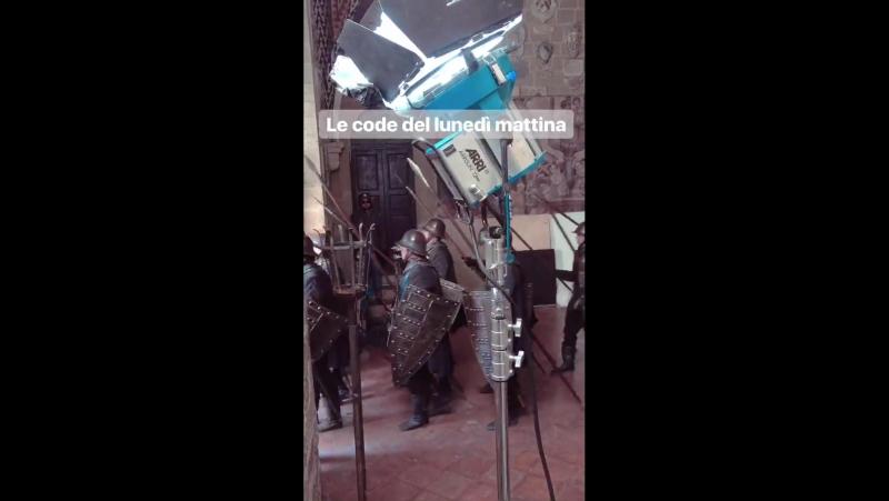 Дэниел на съёмочной площадке сериала «Медичи: Повелители Флоренции» в Вольтерра, Тоскана, Италия | 20.11.17