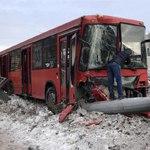 В Казани автобус сбил столб, пострадали 15 человек
