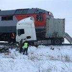 Поезд «Чебоксары-Санкт-Петербург» снес фуру на переезде в Цивильском районе