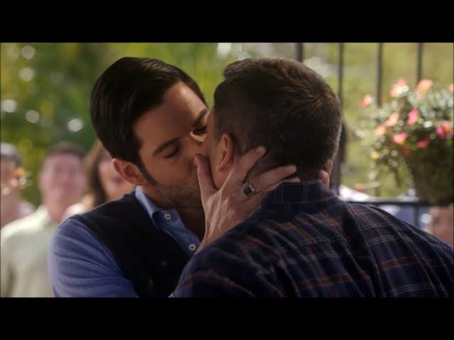 Lucifer kisses Pierce - Lucifer S03E13