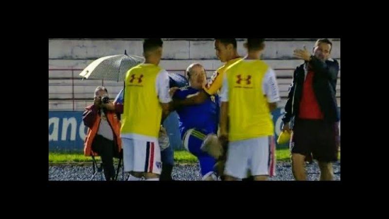 Gandula folgado AGRIDE jogador do São Paulo e é EXPULSO na Copinha - São Paulo 1 x 0 Botafogo-SP