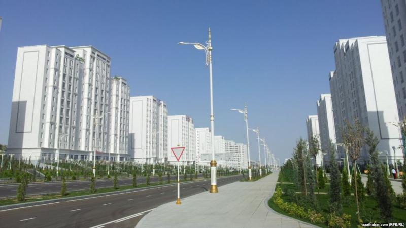 Türkmenistan boş duran desgalarynyň üstüne 'ýene birini goşýar'