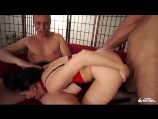 [scambistimaturi] luna dark - mature italian brunette babe gets dp in wild hardcore mmf threesome (03.10.2017) rq