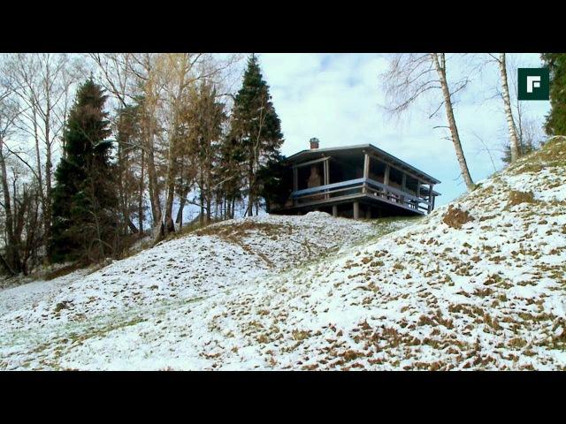Лесной домик на склоне, вписанный в природу FORUMHOUSE