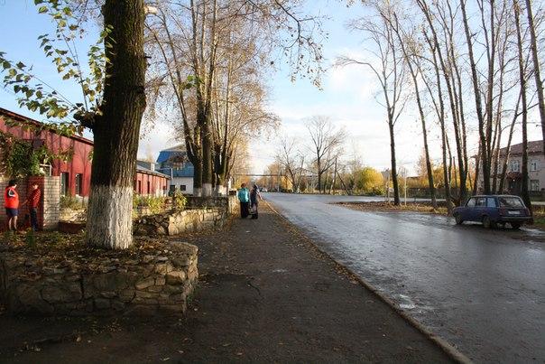 Немного сланцевого забора вдоль территории Хлебозавода.  14 ноября 2017