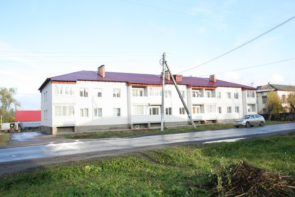 С большим пересветом снял ещё один дом с уже другим двухэтажным проектом. Выглядит хорошо. Вроде бы позади желтеет газовая труба — отлично.  14 ноября 2017