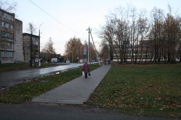 Четырка разбогатела и замостила тротуар до парковки у бывшего Столбово.  14 ноября 2017