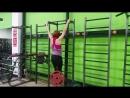 Юлия Зауголова - строгие подтягивания за голову с диском 25 кг