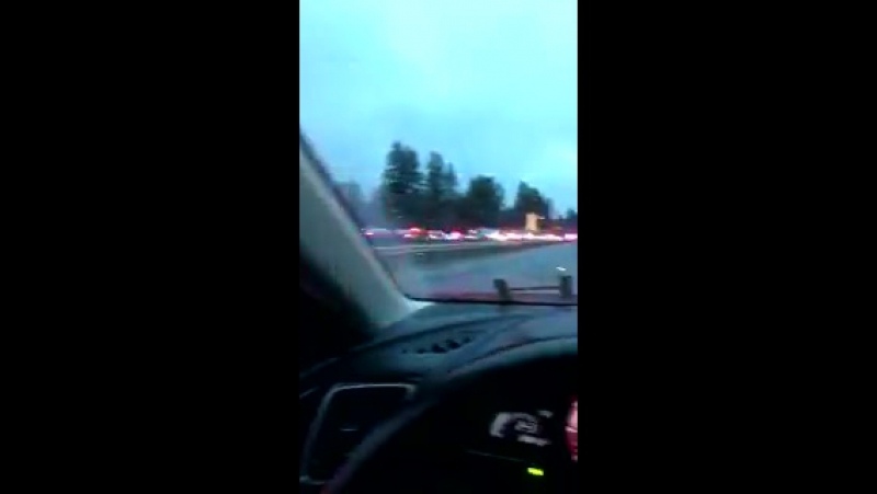 В США скоростной поезд рухнул с моста