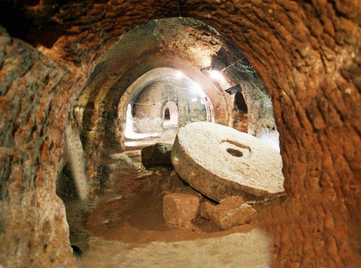 подземный город Озконак в Турции
