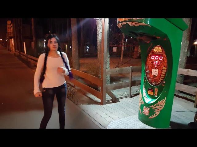 Девушка выбивает в грушу 996 очков :)
