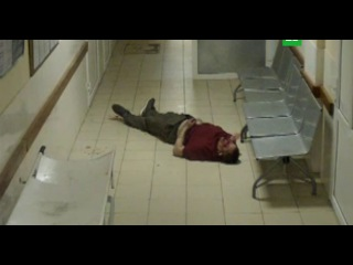 Истекающий кровью пациент впал в кому в больничном коридоре на глазах врачей