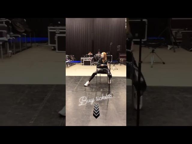 Тина Кароль репетиция | Смешной момент | Тина Кароль говорит на английском | Backstage | Instagram