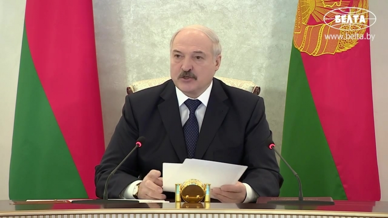 Лукашенко считает недопустимым гибель на дорогах и пожарах такого большого числа людей