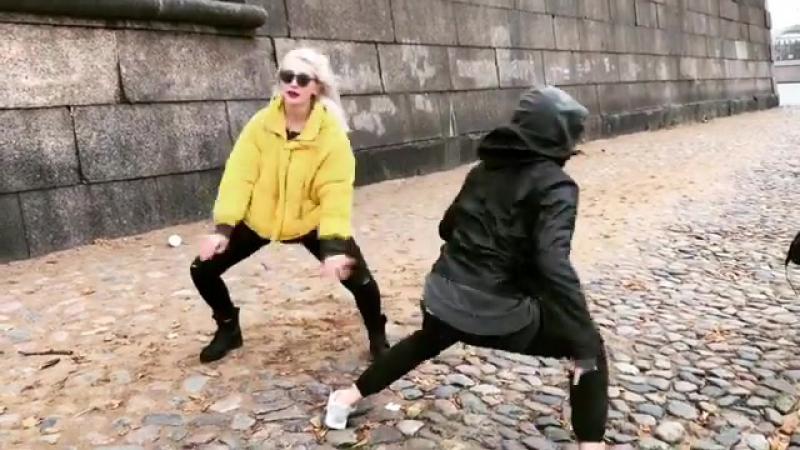 Танцевальная лихорадка от Насти и Глеба😂