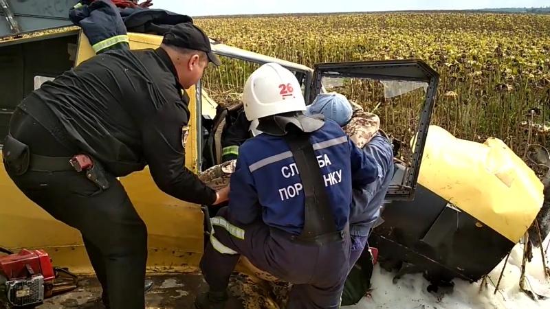У Волочиському районі вогнеборці врятували пілота літака