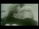 Поцелуй Брежнева и Хоннекера в тренде в засос и гомосятина