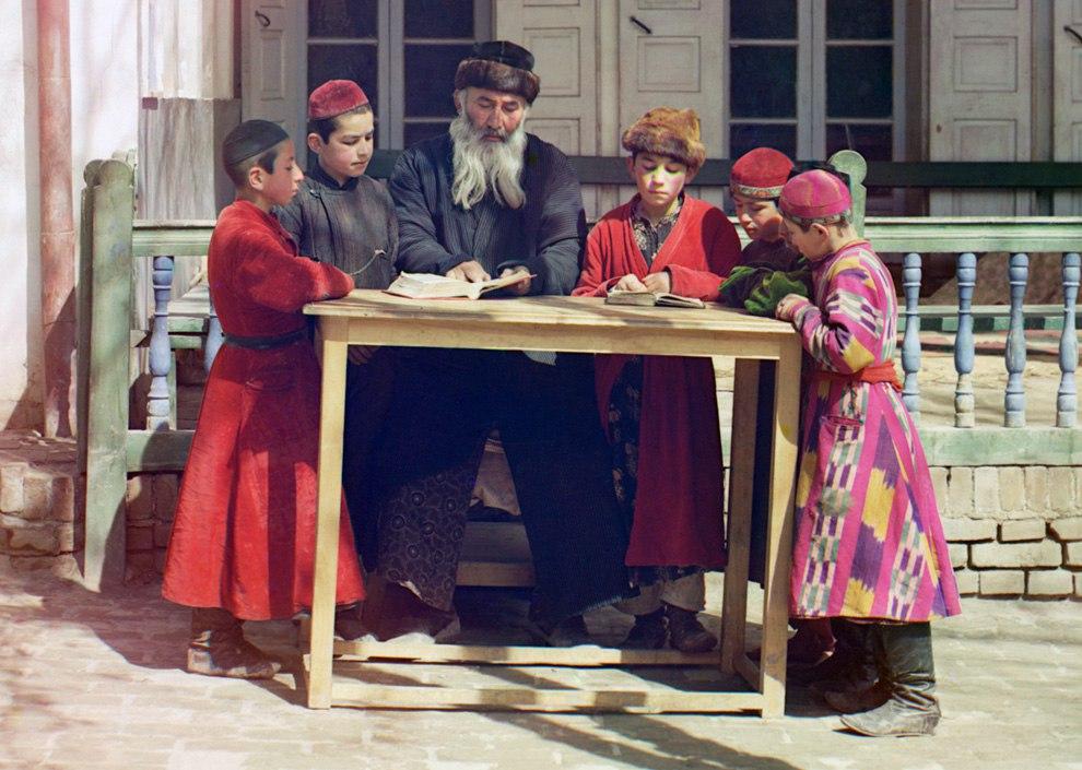 r6rgcqxPMsI - Родина Сергея Прокудина-Горского: Российская империя в цвете