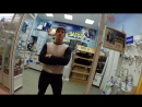 Как не пускают покупателей в магазины в ТЦ Версаль №1