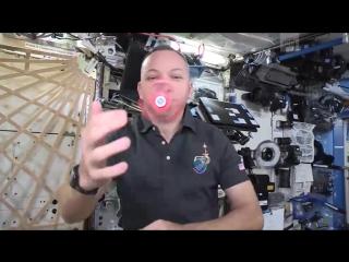 Астронавты раскрутили спиннер в космосе