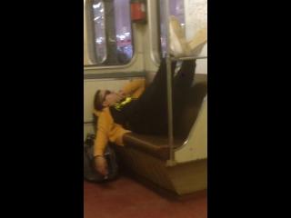 деревенские парни и метро