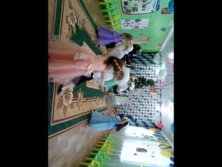 Племянница Юля танцует с кавалером!