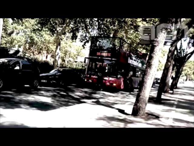 Arran mostra latac del passat dijous 27 de juliol a un Bus Turístic de Barcelona, al costat del Camp Nou.