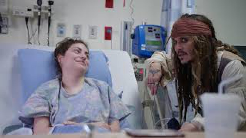 "Johnny Depp as Captain Jack Sparrow"" sails into Vancouver to visit patients at BCCH FULL VIDEO"