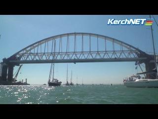 Парусные яхты под Керченским мостом в День города - 2017