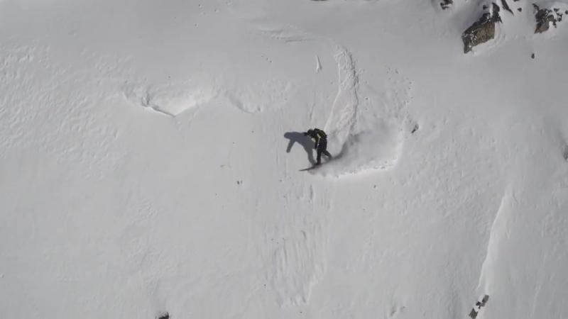 Первый везунчик 2018-го года. Сноубордист в Пиренеях спасся, обогнав лавину.