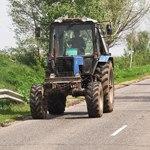Немец на тракторе совершил «крестовый поход» против камер