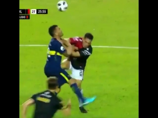 Карлоса Тевеса ударили между ног в первом же матче после возвращения из Китая