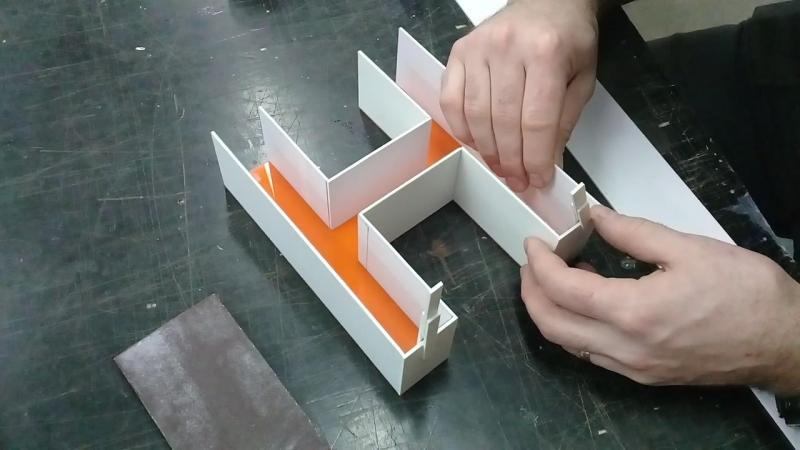 Изготовление объемной буквы. Приклейка бортов к лицу буквы.