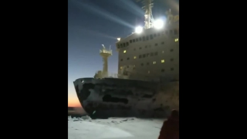Атомный ледокол Таймыр пронесся на расстоянии вытянутой руки видео автоэкспедиция Диксон река Енисей январь 2018