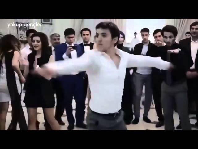 Не знаю, что это за танец, но реально очень круто