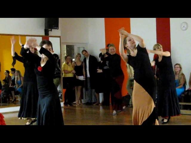 Estudiantes bailando tangos de Malaga