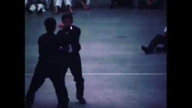 Bruce Lee with Taky Kimura blindfolded Chi Sao