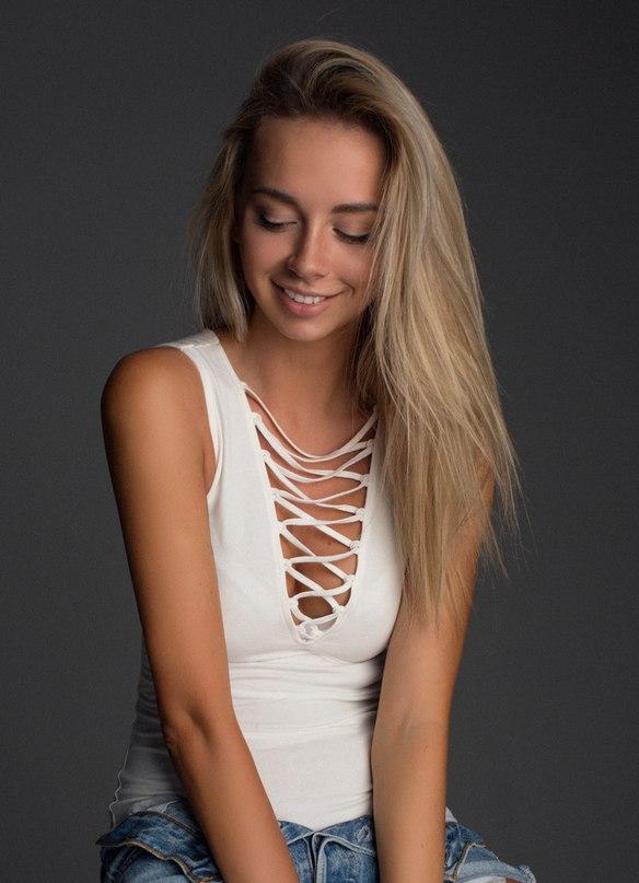 Александра Балог |