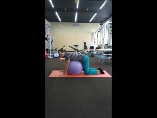 Отличное упражнение при болях поясничной области(в том числе осложненной грыжей МПД). Исходное положение исключает осевую нагруз