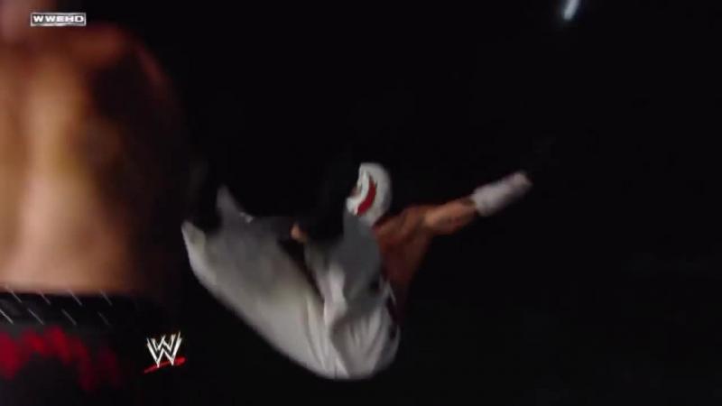 Kane Chokeslam Rey Mysterio in the Water 30.07.2010