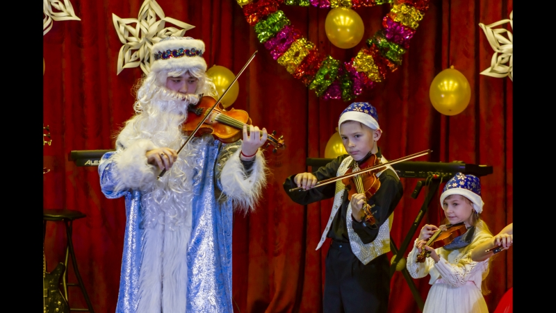 Праздничный концерт учащихся и педагогов Вихоревской детской школы искусств декабрь 2017