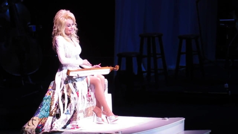 Dolly Parton - 'Tennessee Mountain Home' Live at Verizon Arena 71 год