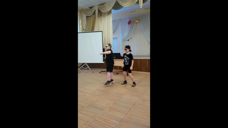 Танец мальчиков Оплеснин Кирилл, Данилов Никита.