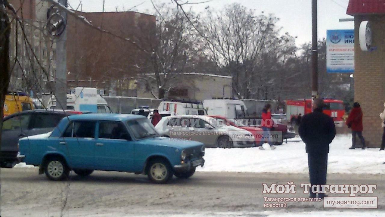 В Таганроге улица Ленина в районе МФЦ была перекрыта и выставлено оцепление