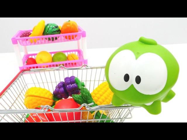 Om Nom ile meyve ve sebze öğreniyoruz MEYVE salatası yaptık Alışveriş oyunu Evcilik oyuncakları