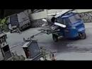 ДТП. Жесть. Автомобиль в Китае сбил пешехода.