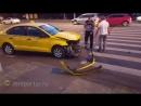 Столкновение автобуса и такси