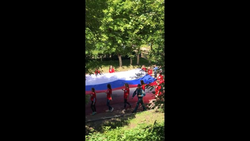 И уже традиционно в нашем маленьком городке химиков Щекино шествие с флагом в честь празднования Дня России...то-то как никогда